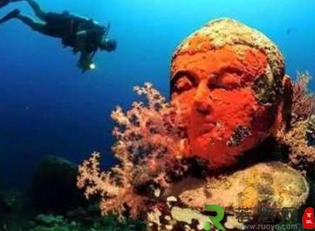 """""""海底佛寺""""在东南亚的海底被发现 佛像完好保留"""