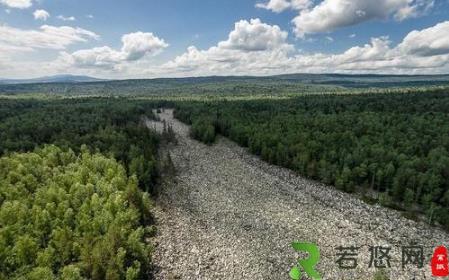 俄罗斯奇特石头河 6公里见不到一滴水 却有流水声