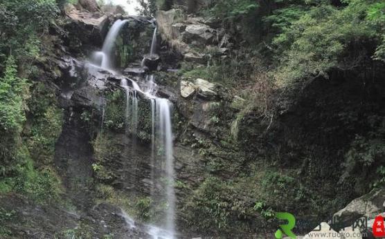 中国最恐怖的瀑布一泉瀑布 下雨天会出现新娘身影 还被拍成了电影