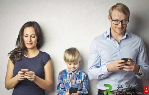 """总玩手机脖子痛?手指痛?你可能是得了""""手机病"""""""