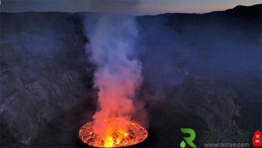 世界上最大的熔岩湖 尼拉贡戈火山坑火山口最大直径2千米