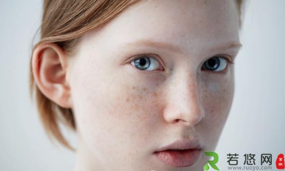 经常化妆脸上长斑怎么办 化妆品选不好会让皮肤越来越差