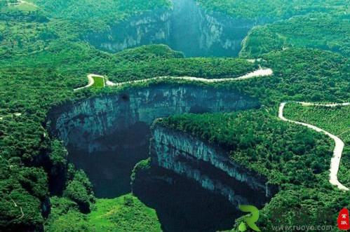 中国最贵的天然四合院,建在悬崖天坑之下,市值高达20多亿