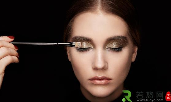各种眼皮的眼影描画方法 正确使用单色眼影让眼妆更出色