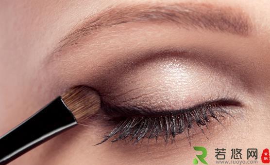 怎么让你的眼睛更有神 教你六个技巧让眼妆更完美