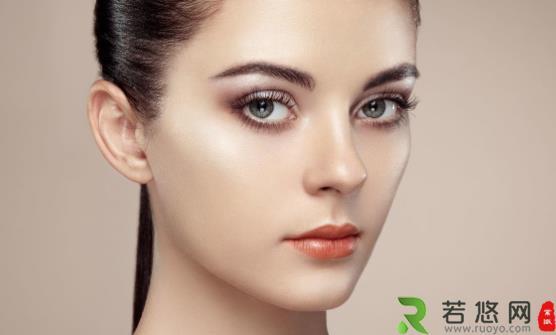 怎么给你的眼妆增加新鲜感 教你成功描画眼线的诀窍
