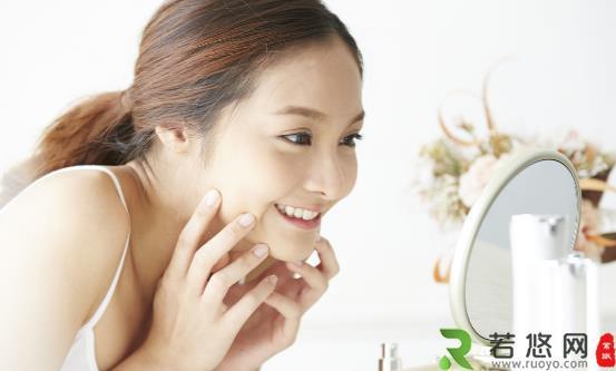 脸上总是油腻腻怎么办 油光重灾区要重点护肤清洁