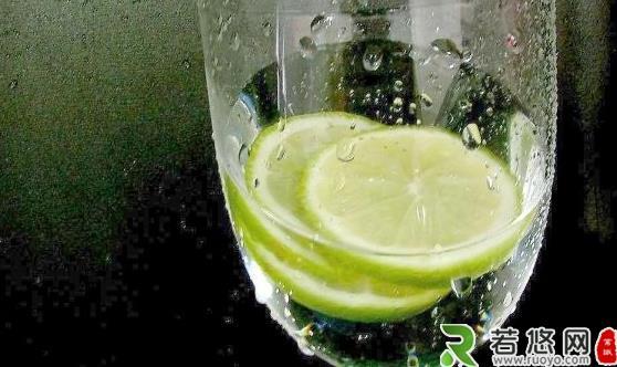 柠檬切片泡水喝清香怡人好处多 柠檬水的制作妙招