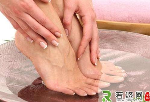 女性经期泡脚好不好 适当泡脚的好处特别多