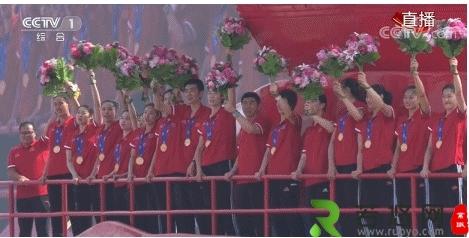 国庆游行,她们压轴出场!这就是中国女排!